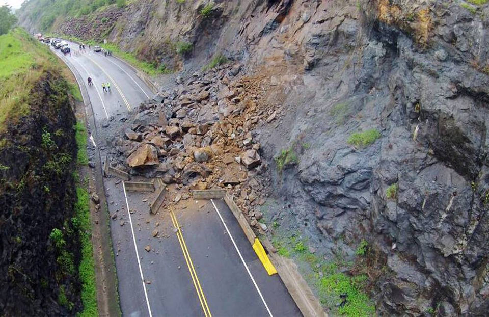 This landslide on the Ruta 27 last month caused an outrage, yet nothing of this week's landslide on the 32