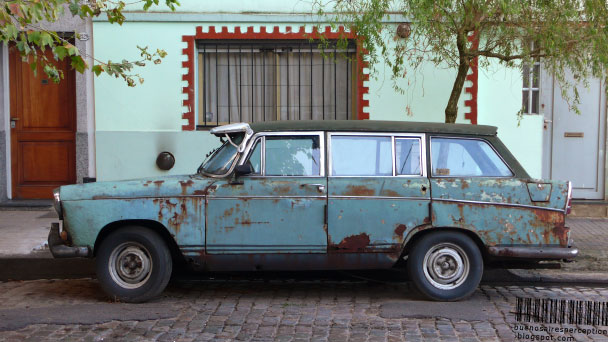 A old decrepit jalopy like this can still have a high tax value according to the Hacienda